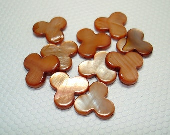 Light Brown Club Shell Beads (Qty 12) - B842