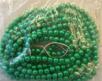 Vintage Christmas Green Faux Pearls 3 1/2mm  87691