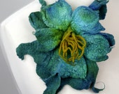 Felted flower brooch pin turquoise green