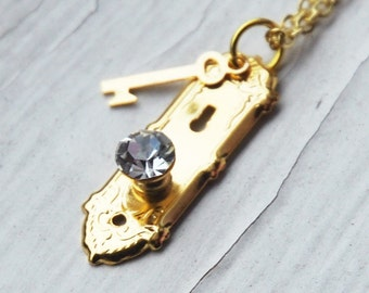 Alice in Wonderland Golden Doorknob and Key Necklace  (R2B1)