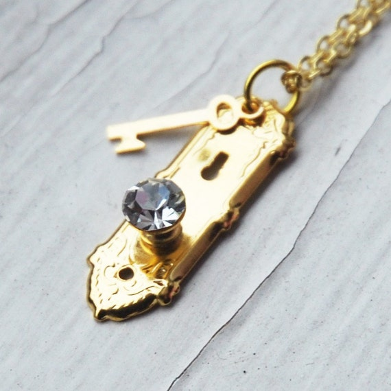 Alice in Wonderland Golden Doorknob and Key Necklace  (R2B1)