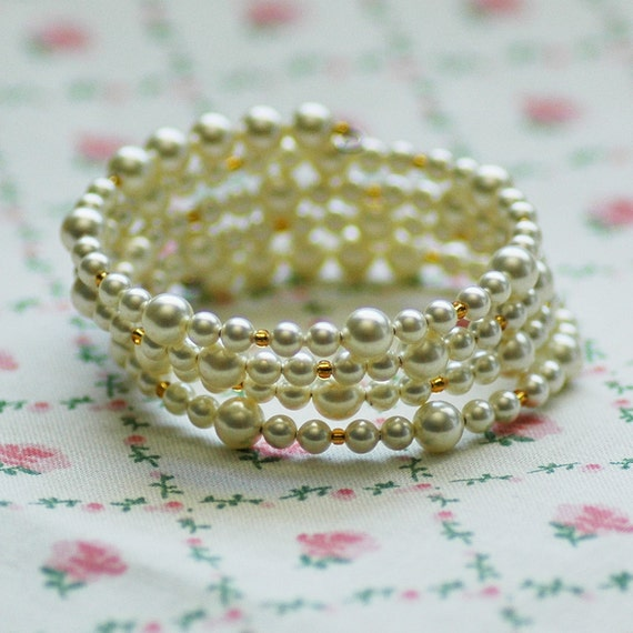 Camellia Gold and Vegan Pearl Bracelet