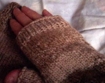 man's fingerless gloves