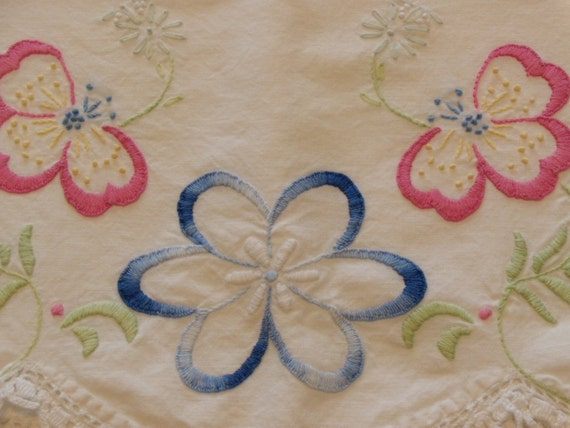 Set of 2 Vintage Embroidery Pillow Cases Hand Crochet Trim