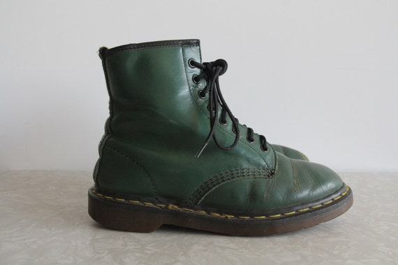 Vintage 90s Doc Martens . Hunter Green Doctor Marten Eye Boots . Air Wair With Bouncing Soles