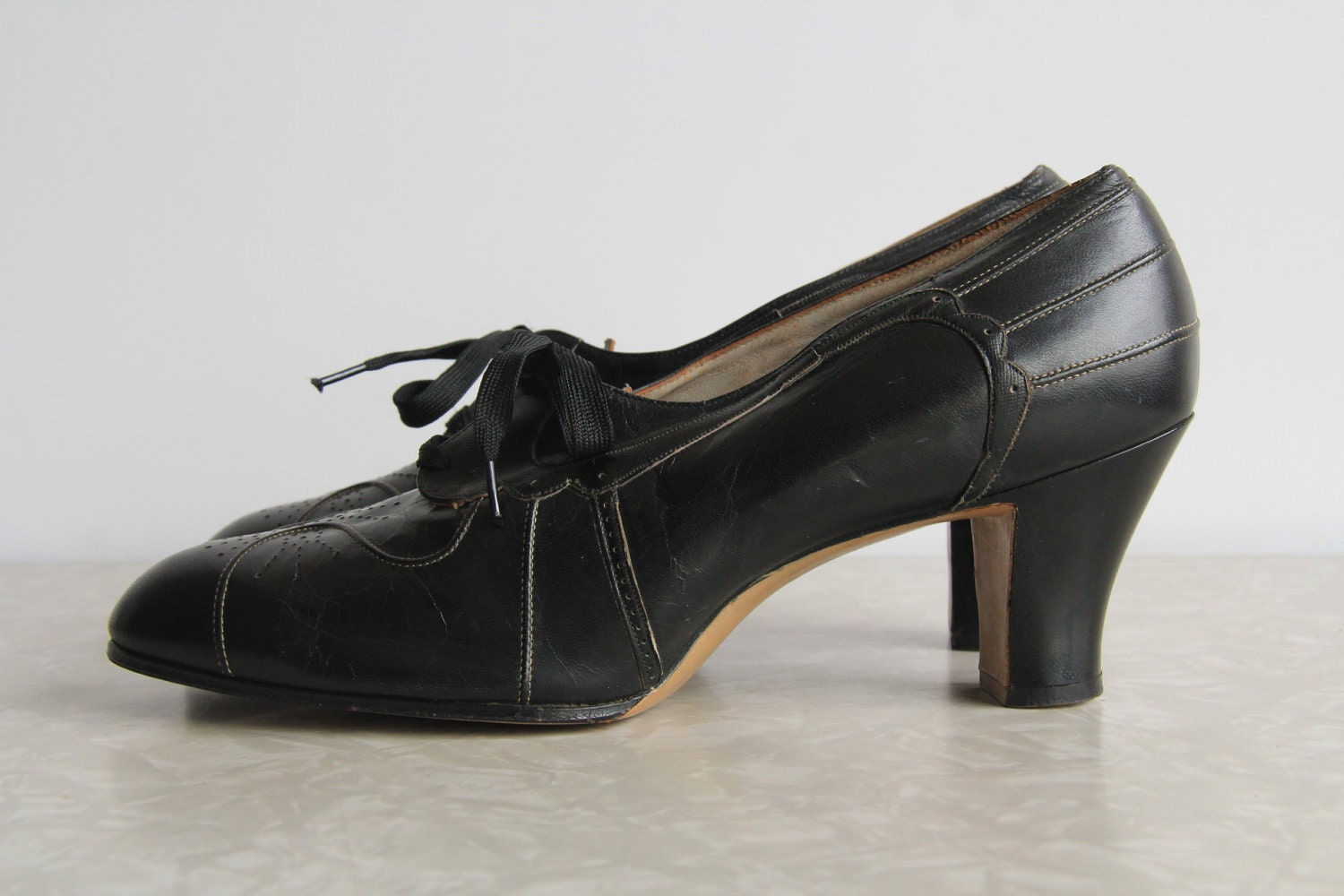 1920s fashion shoes hairstyles