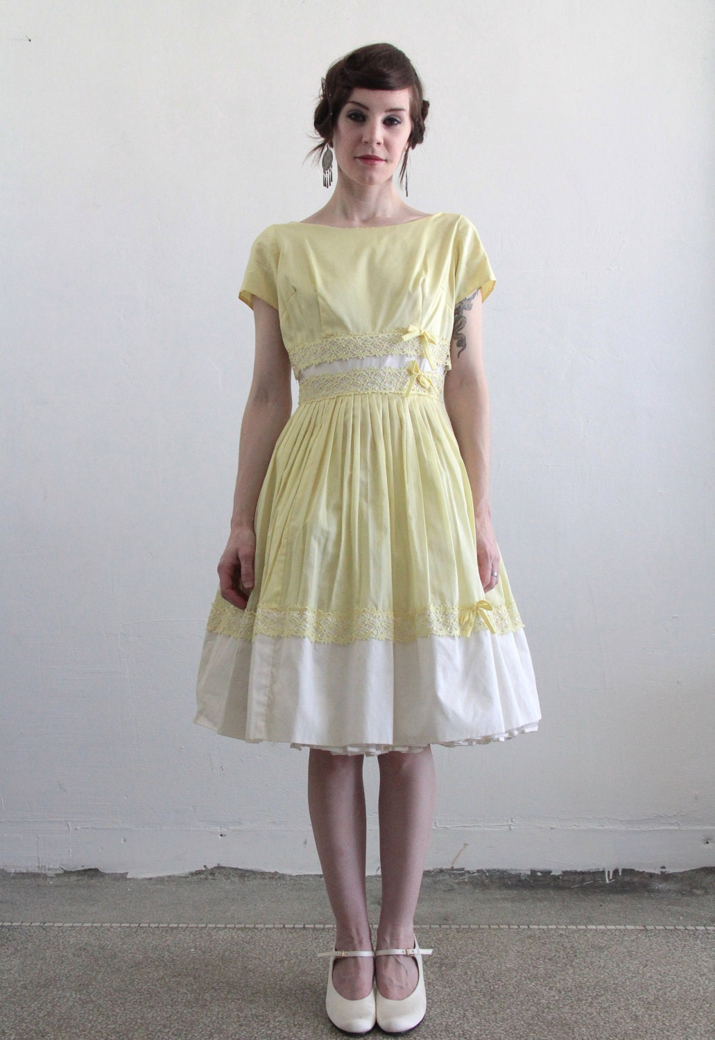 Vintage 1960s Dress . Pale Yellow . White . Lace . Tea Length