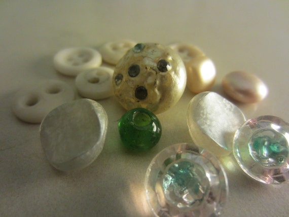 Vintage Buttons - tiny sweet little mix of buttons, some glass (lot no.158)