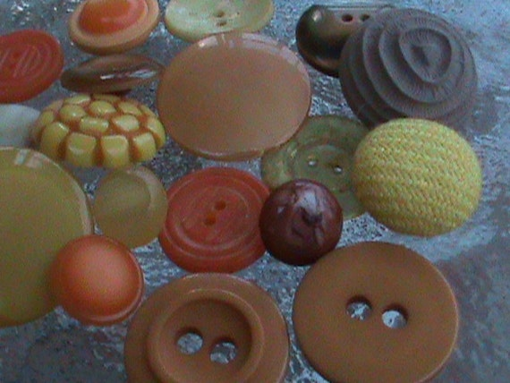 Vintage Buttons - Lot of 18 Cottage chic shades of orange, yellow and brown  novelty (281)