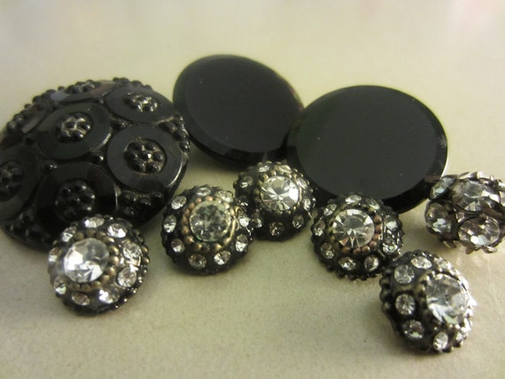 Vintage Buttons - Black glass and rhinestone novelty mix of 9, (lot no.584)