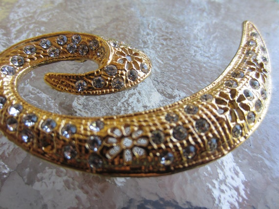 Vintage Embellishment - Large and beautiful Rhinestone set in gold metal, estate sale, very old (lot 1329)