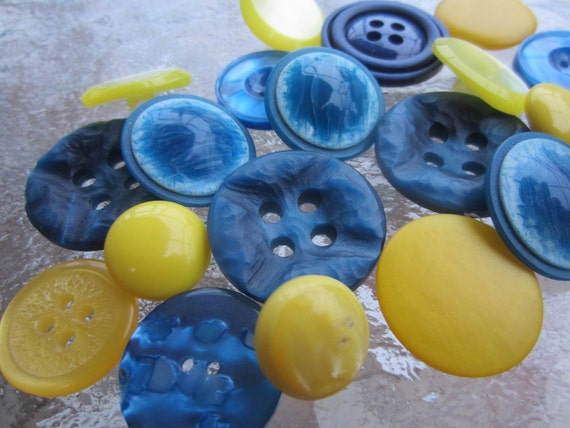 Vintage Buttons - Cottage chic mix of  watercolor blue and lemon yellow, old and sweet -  lot of 20 (1644)
