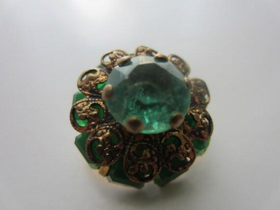 Vintage Buttons - beautiful emerald stone embellished, gold filigree, estate sale button (1) (lot 1799)