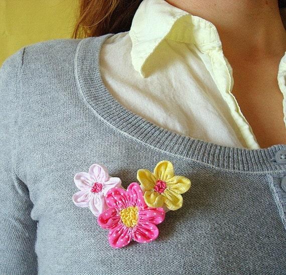 It's Spring Flower Brooch
