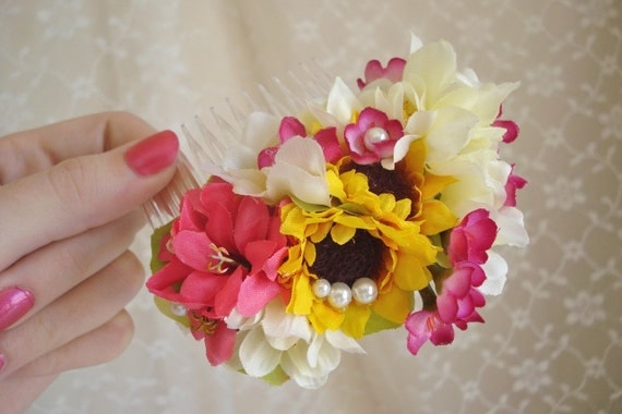 sunflower hair comb - BELLISSIMA - a floral accessory