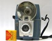 Vintage Brownie Flash 20 camera, close up lens and  camera box  1959-1962