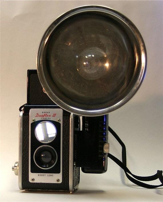 Vintage Kodak Duaflex lll camera, Flash unit, Flash Bulbs and Box