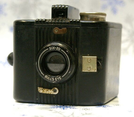 Vintage Kodak Six-20  Bulls-eye Camera  1938-1941  SALE