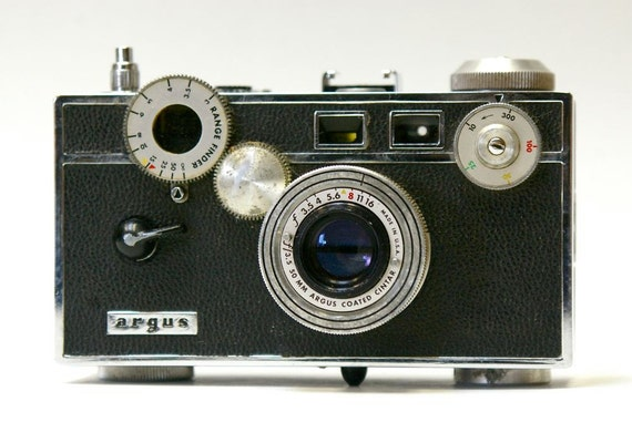 Vintage Argus C-3 35 mm Camera, Instruction booklet, Close up lens and Case 1939-1960