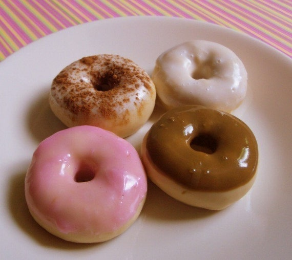 Donut Soap Gift Set - 4 mini frosted donut soaps in a retro vinage designed gift bag