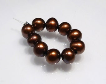 Chocolate Freshwater Shell  Pearl Beads...6mm....10 Beads
