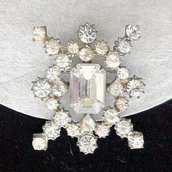 Vintage Sparkling Clear Rhinestones and Silver Tone Brooch
