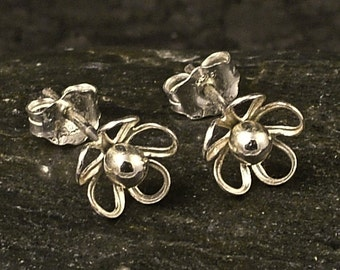 Tiny Silver Flower Earrings / Little Sterling Posts / Studs / Delicate Beauty / Sweet Flowers