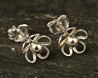 Tiny Silver Flower Earrings / Little Sterling Posts / Studs / Delicate Beauty / Sweet Flowers