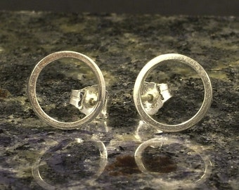 Small Silver Post Earrings  / Little Hammered Circle Studs / Pretty Posts / Little Argentium Post Earrings