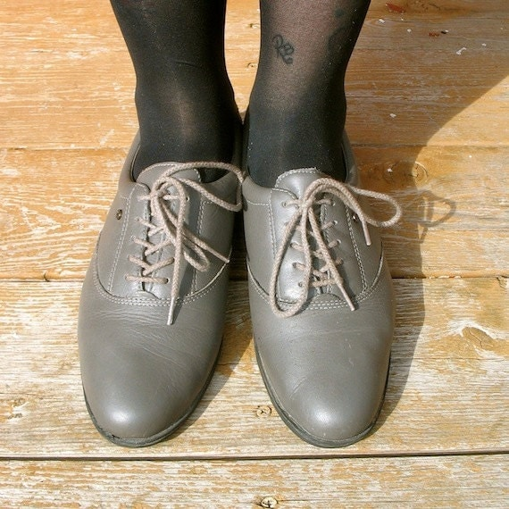 9 SALE WAS16 Grey Flats. Lace Up. Broque. 90s. found byLB