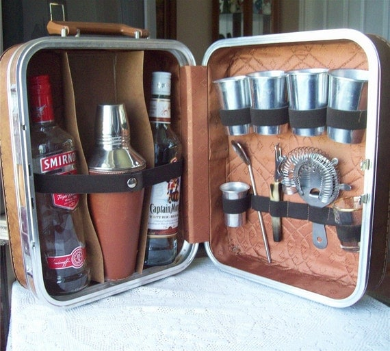 Vintage portable travel bar w tools suitcase cocktail shaker - Mobile bar vintage ...