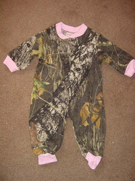 Dress your infant or toddler in toddler clothing and infant clothing from Cabela's designed for comfort to take on whatever obstacle they encounter while at play or sleep.