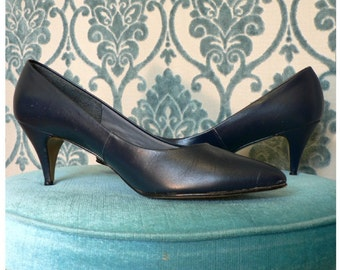 VINTAGE 80sNAVY BLUE  ALL LEATHER STILETTO PUMPS with steel tips