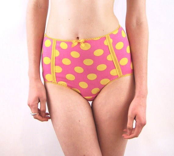 Panties with high waist and polka dots