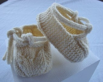 Infant Shoes / Booties / Socks / Sandals - Warm Cream, newborn to 3 months