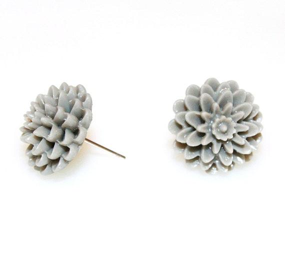 Chrysanthemum Earrings Heather Gray