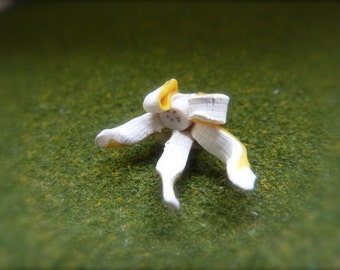Miniature Banana Skin 12th scale
