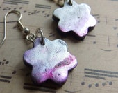Distressed holographic flower earrings in silver (0042)