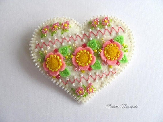 Felt Heart Pin / Felt Brooch / Felt Pin