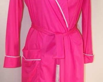 VANITY FAIR robe pink nylon wrap robe Vintage 70s Med