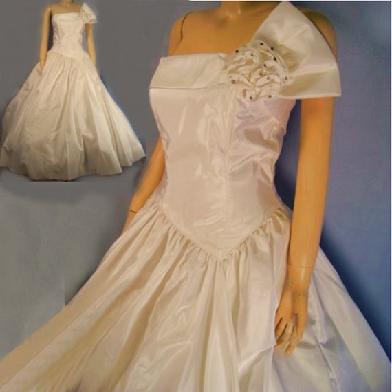 Vintage wedding dress  Mike Benet white taffeta strapless   small B34