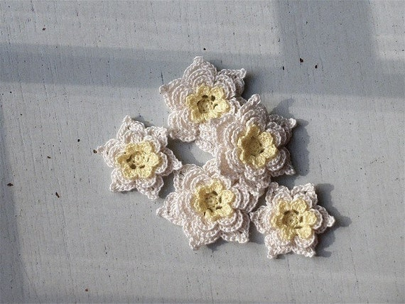 Crochet Flowers Appliques 94 - STAR Flower - 5pcs - yellow and beige
