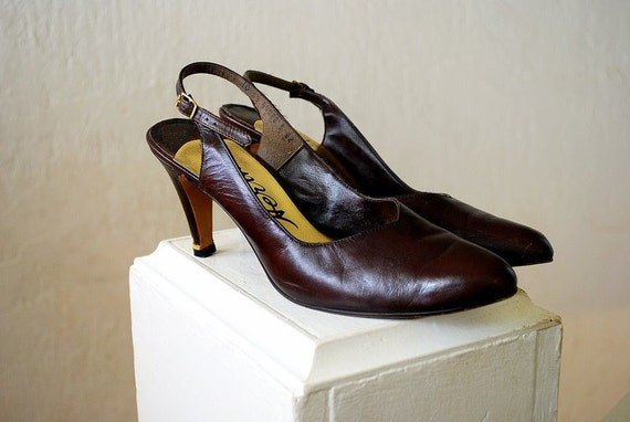 Vintage 1980s leather heels / CHOCOLATE BROWN leather slingbacks