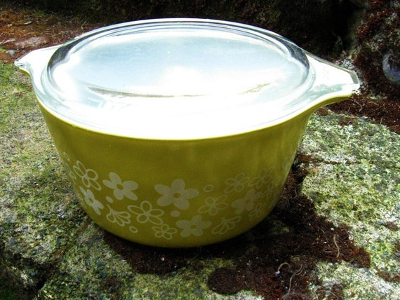 Vintage 70s Pyrex Bakeware Casserole Dish Crazy Daisy Spring