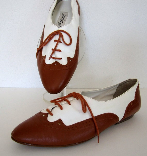 vintage 1980s 1990s TWO tone white CARAMEL brown leather brogue OXFORD flats preppy boho womens 9 1/2 gatsby