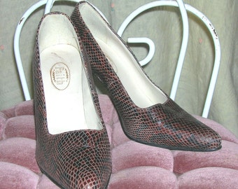 Vintage 70s Snakeskin Pumps Shoes by FAITH in Brown