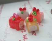 SALE Colorful ROLL CAKE with strawberry Set A 4pcs