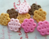 SALE Flower shaped cookie biscuit cabochons 8pcs