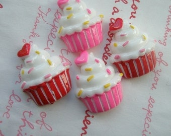 Cute cupcake with heart 4pcs ME-001 MIX