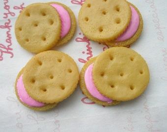 Light Brown Strawberry Creamsand cookies 4pcs